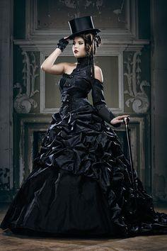 Außergewöhnliche Brautkleider - Lucardis Feist - Extravagante Brautmode, Hochzeitsanzüge und ausgefallene Gehröcke