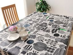 【楽天市場】marimekko(マリメッコ)テーブルクロス用はっ水加工生地PUUTARHURIN PARHAAT(プータルフリン パルハート)生地ホワイト (10cm単位で切り売り)【北欧生地・布切り売り】[M便 10/150]:CORTINA(コルティーナ) Marimekko, Tea Cups, Dining Room, Plates, Tableware, Interior, Kitchen, Fabric, Tablecloths
