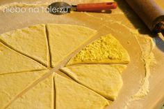 niebo na talerzu: Maślane rogale z serem. Drożdżowe rogaliki z serem