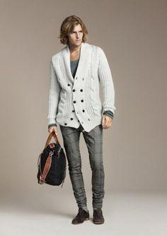 Moda hombre Zara octubre lookbooks, como cada mes Zara nos propone sus looks para octubre del 2010, con una selección de las prendas que ya hemos visto en el catálogo invernal de Zara hombre, y que...