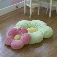 Why yes, your garden classroom theme DOES need flower pillows! :) Click through to find your ow!