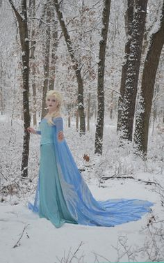 "And then, luckily, a snow storm arrived just in time for a photo shoot. | This Teenage Girl Pulled Off Some Of The Best ""Frozen"" Cosplay You'll Ever See"