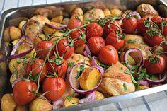 Deze ovenschotel met kip, krieltjes en tomaten is heel simpel om te maken en je hebt er bovendien niet veel werk aan. Je marineert de kip, snijdt een rode ui en knoflook, hakt wat kruiden en halveert de krieltjes. Vervolgens gooi je alles in een ovenschaal en 45 minuten later kun je aan tafel. In...lees meer » Moussaka, Macaroni, Potato Salad, Bbq, Potatoes, Stuffed Peppers, Fresh, Vegetables, Ethnic Recipes