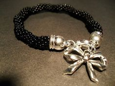#08 #toho #beads #black #bow