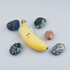 Pierre a hâte d'arriver chez les humains. Vite vite vite ! #pierreprécieuse #pierremagique #banane #banana #yobanane