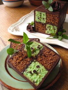Mint Cake: Daring Bakers: Mint Chocolate Chip Battenberg Cake (with instructions on how to make Chocolate Plastique - chocolate for molding) Just Desserts, Delicious Desserts, Yummy Food, Baking Recipes, Cake Recipes, Dessert Recipes, Brownie Recipes, Checkerboard Cake, Mint Chocolate Chips