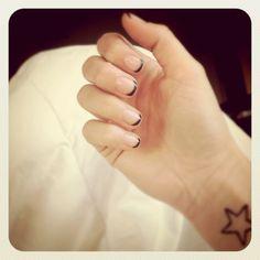 Black-tipped manicure