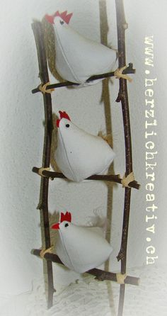 Easter crafts - fabric hens on ladder - høns i stof på gren stige Felt Crafts, Easter Crafts, Fabric Crafts, Sewing Crafts, Diy And Crafts, Sewing Projects, Chicken Crafts, Chickens And Roosters, Fabric Birds