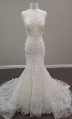 Sample Pronovias Bertina Wedding Dress $1,450 USD. Buy it PreOwned now and save 46% off the salon price!