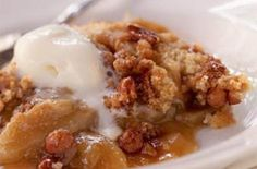 This gluten-free apple crisp is so delicious! You would never know it's gluten free! Gluten Free Deserts, Gluten Free Sweets, Foods With Gluten, Gluten Free Cooking, Gluten Free Recipes, Gf Recipes, Best Apple Crisp Recipe, Gluten Free Apple Crisp, Apple Crisp Recipes