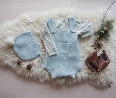 Oh it finally snowed in Oslo! So excited about that. Packing a cute winter order for a lucky baby in Germany. I love this ensemble! Romper and bonnet in the shop now ❄️