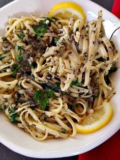 Easy Linguine and Clams Recipe can be ready in less than 30 mintues! Pasta With Clam Sauce, Clam Pasta, Pasta Recipes Linguine, Linguine And Clams, Pasta Sauce Recipes, Linguini And Clams Recipe, Canned Clam Recipes, Fish Recipes, Pisces