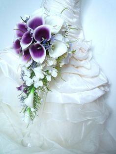 Bouquet de mariée cascade de 55cm de longueur Arum blanc violet (ref,bouquet-c007) : Autres accessoires par fleur-angelique