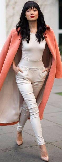 prendas que una mujer necesita pantalones nude