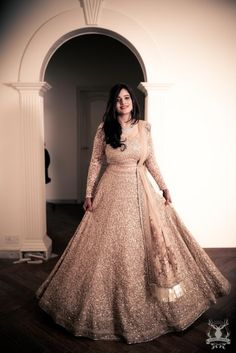 Find top 21 trending metallic bridal lehenga designs for this wedding season. Metallic bridal lehenga designs you cannot afford to miss, must check out once. Pakistani Engagement Dresses, Engagement Dress For Bride, Engagement Gowns, Indian Bridal Outfits, Indian Fashion Dresses, Indian Gowns, Bridal Dresses, Indian Engagement Outfit, Indian Attire