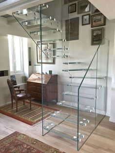 Half-turn staircase / glass steps / overhead / without risers SKYSTEP VERRE EXTRA CLAIR Trescalini - Escaliers, structures et garde-corps