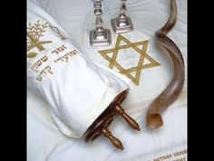 Yom Kippur is a holiday celebrated by all Jews and it's one of the most important holidays of the Jewish year. The name Yom Kippur means day of Atonement.The day is set aside to afflict the soul to attone for the sins of the past year. No work Cultura Judaica, Arte Judaica, Israel, Adonai Elohim, Jewish Customs, Jewish Year, Yom Teruah, Jewish Festivals, Messianic Judaism