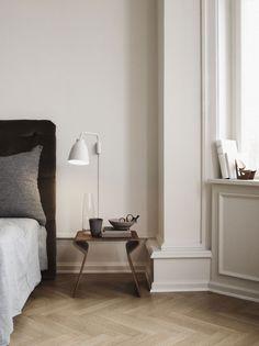 Lightyears:地板這樣也是一種拼法,房間床頭的燈很可愛