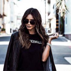 Wonderwall Tee. Fashion blogger. All black. Black shirt. Graphic Tee. Street style.