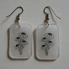 One and a half inch by one inch rounded rectangular dangle earrings with a black black eyed susan print on clear shrink plastic. Funky Earrings, Funky Jewelry, Diy Earrings, Cute Jewelry, Jewelry Accessories, Handmade Jewelry, Beaded Jewelry, Jewelry Crafts, Shrink Plastic Jewelry