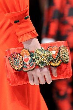 Next Handbags to Consider for Your Wardrobe: Fall 2013 Must-Haves in Hot Runway Photos Fall Handbags, Fashion Details, Diy Fashion, Fashion Bags, Japan Fashion, Street Fashion, Vintage Clutch, Handmade Bags, Couture Sac