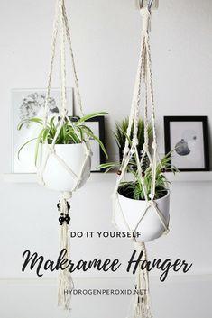 macrame/macrame anleitung+macrame diy/macrame wall hanging/macrame plant hanger/macrame knots+macrame schlüsselanhänger+macrame blumenampel+TWOME I Macrame & Natural Dyer Maker & Educator/MangoAndMore macrame studio Bulb Flowers, Flower Pots, Flower Lamp, Diy Macrame Wall Hanging, Garden Projects, Diy Projects, Garden Ideas, Macrame Projects, Fleurs Diy