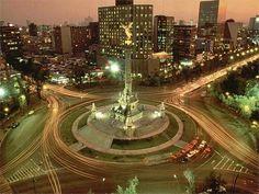 La Ciudad de México es uno de los lugares más populares en el mundo. Hay muchos edificios, calles y plazas. Hay muchos rascacielos y las avenidas son perfectos para un paseo en bicicleta. Es un gran lugar para viajar, pero es muy ruidoso!