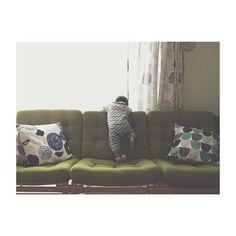 程よい弾力のソファーは、フカフカなので小さなお子様もいつの間にか定位置がここになったそうですよ。