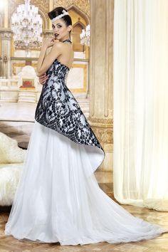 dd62fe2c9438 Bianco e nero per una raffinata e moderna sposa vestita da Jordi Dalmau  (modello Elisa)