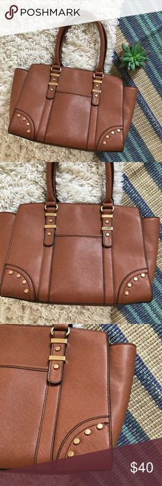 Aldo • Tan Shoulder Bag • Aldo • Shoulder bag/purse • Tan • Gold accents • Faux leather • Great condition • No marks on outside  🌸 No trades. 15% off when you bundle at least 2 items from my closet. 🌸 Aldo Bags Shoulder Bags