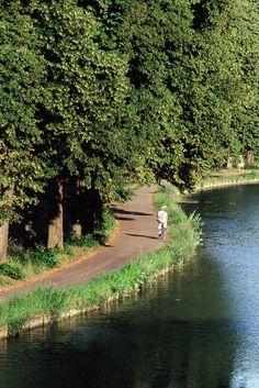 Tour de la #Bourgogne à Vélo - Canal de Bourgogne dans la Vallée de l'Ouche © Alain Doire