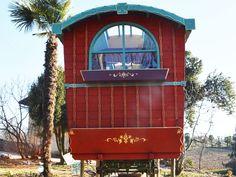 La dimora dei gitani, il carro che dalla seconda metà dell'800 e per più di 70 anni percorse le strade d'Europa rivive oggi grazie alla creatività di Marco