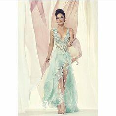 Um vestido incrível de lindo By @patricia_nascimento! Dá um zoom pra ver os detalhes! 😱💗😍 #vestidodefesta #vestido #blogdecasamento #wedding #madrinha #vestidolongo #casamento #casandoemcuritiba #noivascuritibanas #noiva #bride #vestidos