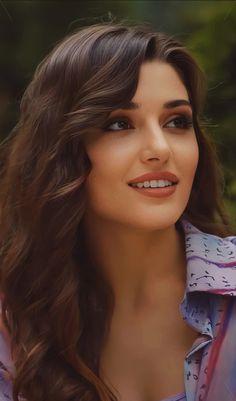 Hande Ercel, All Actress, Gorgeous Women, Beautiful Eyes, Turkish Beauty, Brunette Beauty, Victoria Secret Fashion, Beauty Full Girl, Turkish Actors