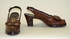 Crocodile Leather shoes w/ Bows & Open Toes ~ 1940s Outfits, Vintage Outfits, 1940s Fashion, Vintage Fashion, Vintage Style, Chattanooga Choo Choo, Vintage Classics, Crocodile Skin, Vintage Shoes