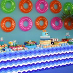 Começou!! Pool Party do JC  #poolparty #JC4anos #verofestas #verobambini #festainfantil  Projeto e decor: @verobambini  Pool Party - João Caetano 4 anos ▃▃▃▃▃▃▃▃▃▃▃▃▃▃▃▃▃▃▃▃ Banda: @sambangunca Balões: @walquiriabalbino Buffet: @lilianelobobuffet ️Convites e identidade visual: @camillastival Cupcakes   mini-bolos   pão de mel   bolachas   alfajor: @therezacristinapauladias Cookies: @_americansweets Decoração: @verobambini Doces Modelados: @therezacristinapauladias Dj: @alfredo_dj Es...