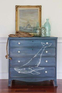 Beach house Nautical elements such as anchors, a ship's wheel, or buoys can work in any style of beach decor, but grouping them together can give a very distinct feel differing from a trip to the beach. Beach Cottage Style, Beach House Decor, Home Decor, Decor Crafts, Diy Crafts, Furniture Makeover, Diy Furniture, Furniture Stores, Farmhouse Furniture