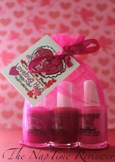 The NapTime Reviewer: Spoil your little girl this Valentine's Day with the Piggy Paint Lovebug Hug Set Giveaway - Ends 2/15