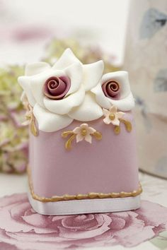Miniature #wedding cake ideas: http://www.weddingandweddingflowers.co.uk/article/1006/lookbook-miniature-wedding-cakes