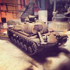 M48A3 PATTON by Tamiya. Особенности модели: возможность установки редуктора, две фигурки американских танкистов, прекрасная детализация маски орудия с эффектом литья, резиновые траки и втулки, качественная японская штамповка без облоев и утяжин.