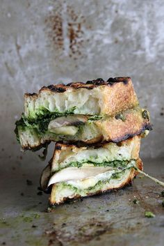 Portobello, Gouda and Kale Pesto Grilled Cheese yummmm! Try this awesome recipe and add a little green to your grilled cheese. #kale #chicken #grilledcheese