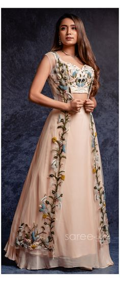 Party Wear Indian Dresses, Gown Party Wear, Designer Party Wear Dresses, Indian Gowns Dresses, Indian Bridal Outfits, Indian Fashion Dresses, Dress Indian Style, Party Wear Lehenga, Designer Gowns
