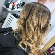 Kiyani had the absolute pleasure doing this gorgeous balayage on a lovely lady yesterday! And we think it looks absolutely stunning! #hairstylist #balayage #hair #hairdresser #blonde #hairsalon #beautiful #happymonday #sherborne #dorset #independantsalon #haircolourist #haircolour #hairstyle