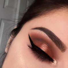 I usually use the Realgar shade from the #ModernRenaissance palette as a transition shade but I finally used it as a lid color and I lavvv it! Wish I used this during fall time it would've been perf I tell ya. This would look so bomb w nude glossy lips but I wasn't in the mood for a full face cake  All details have been posted and I'm going to bring back some more colorful looks on my page asap   .  .  .  .  #orange #gold #shimmer #glam #glow #lashes #eyeliner #wingedliner #huda...