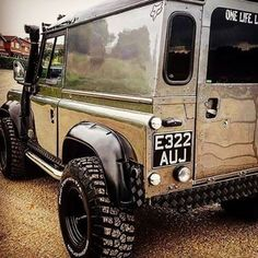 Polished aluminium looks stunning, even if fingerprints maybe an issue - the Samsung edition By Anonymous? Auto Jeep, Defender 130, Landrover Defender, Maserati, Ferrari, Lamborghini, Range Rover Off Road, Super Pictures, Automobile