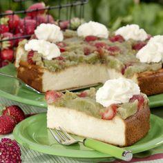 Das Rezept für die Rhabarber-Erdbeer-Käsetorte backt Monika Finke zwar erst seit dem vergangenen Jahr. Doch weil ihre Familie gerne Käsetorte isst,...