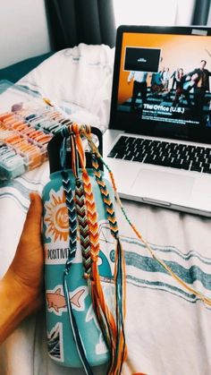vsco friendship bracelets vsco friendship bracelets More from my site Summer Camp Fashion: Flashback to the friendship bracelet Colorful Chevron Friendship Bracelets (limited time) Straw Weaving Instructions Summer Bracelets, Cute Bracelets, String Bracelets, Thread Bracelets, Summer Jewelry, Ankle Bracelets, Diy Friendship Bracelets, Embroidery Bracelets, Friendship Bracelet Patterns