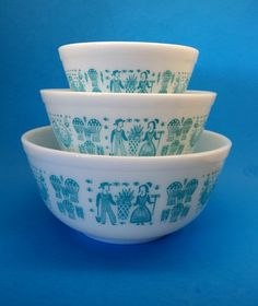 Pyrex Butterprint Mixing Bowl Set 401 402 403 by TheGroovyMagpie