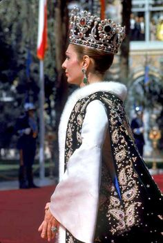 If I could play dress up for a day I would have to wear this outfit! Empress Farah Diba Pahlavi
