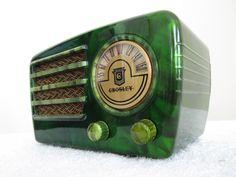 VINTAGE 1940s CROSLEY  BAKELITE RADIO
